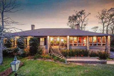 Photo of 965 Sea Cliff Drive, Fairhope, AL 36532