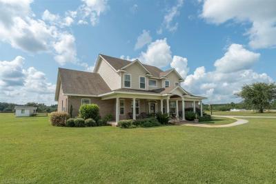 Photo of 34314 Magnolia Farms Rd, Robertsdale, AL 36567