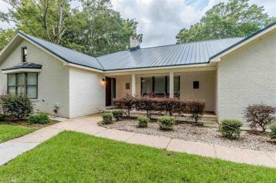 Photo of 121 Spring Drive, Fairhope, AL 36532