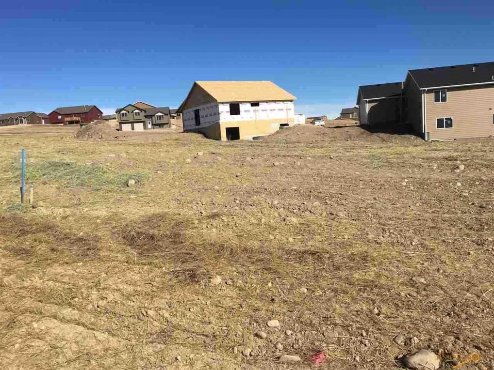824 Summerfield Dr, Rapid City, SD 57703