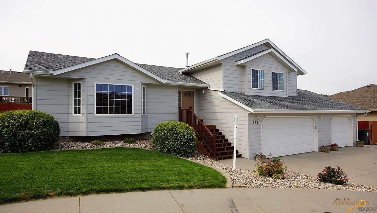 2921 Princeton Ct, Rapid City, SD 57702