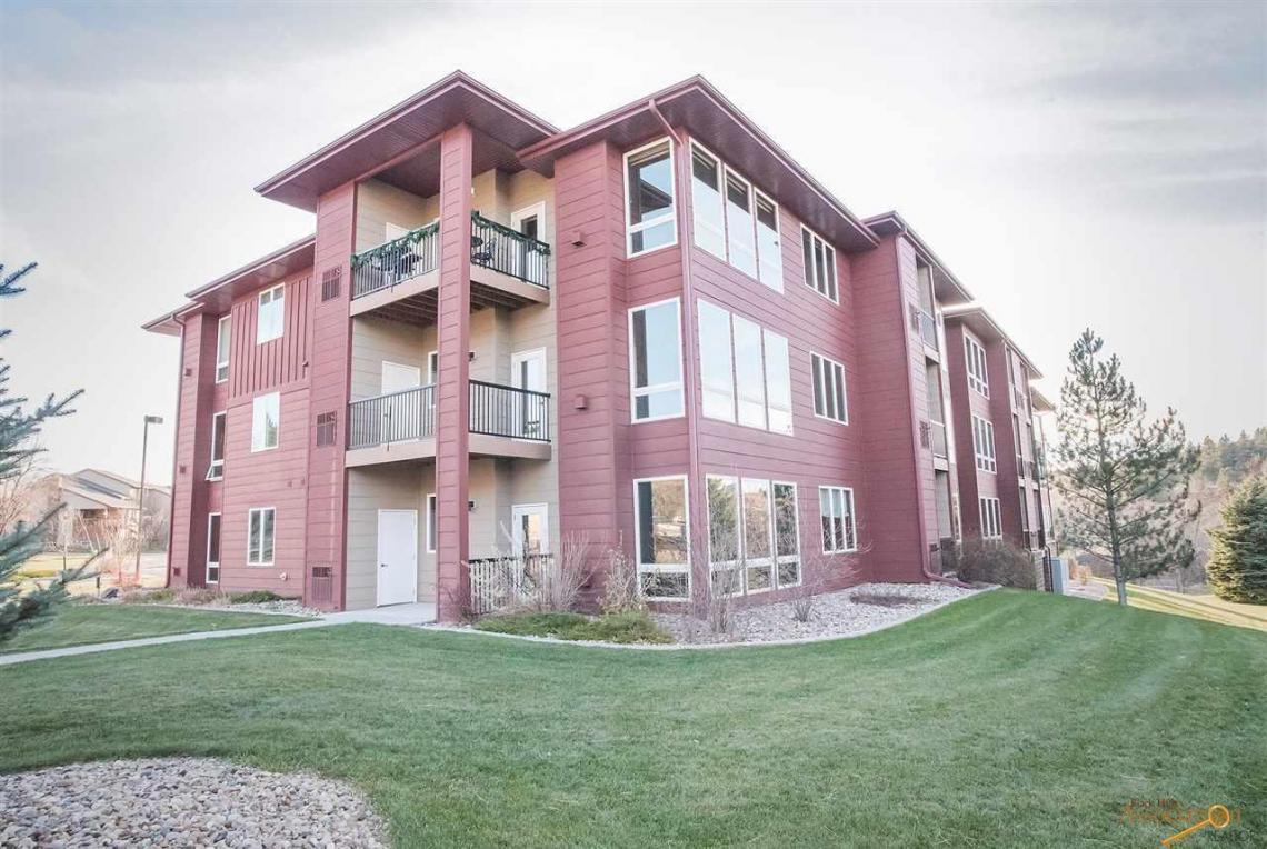 4027 Fairway Hills Dr, Rapid City, SD 57702