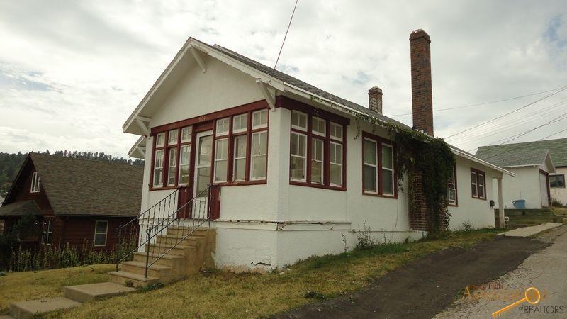 904 Sunnyhill Rd, Lead, SD 57754