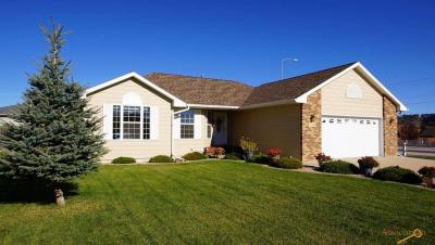 Photo of 7110 Castlewood Dr, Summerset, SD 57718
