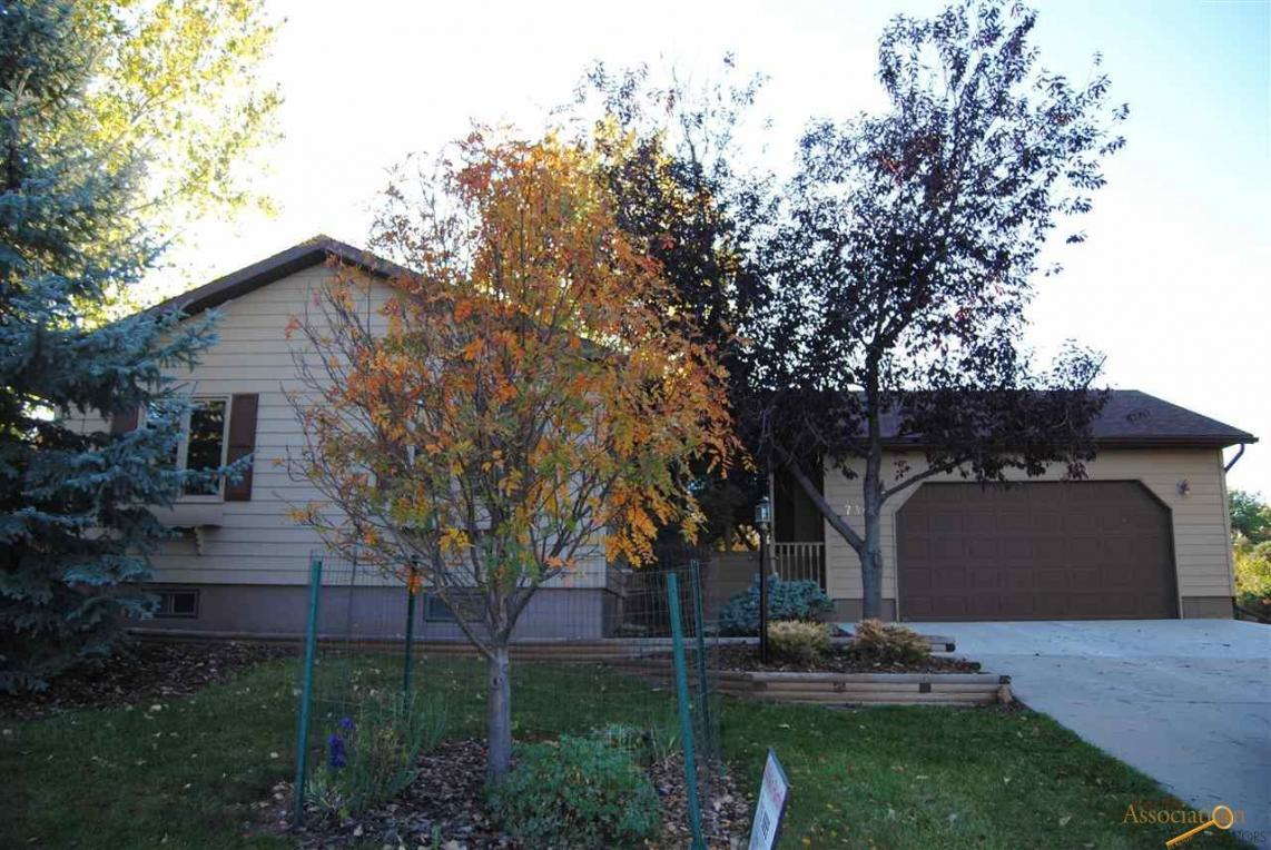 7345 Tanager Dr, Rapid City, SD 57702