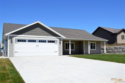 Photo of 811 Other Stoneridge Dr, Belle Fourche, SD 57717