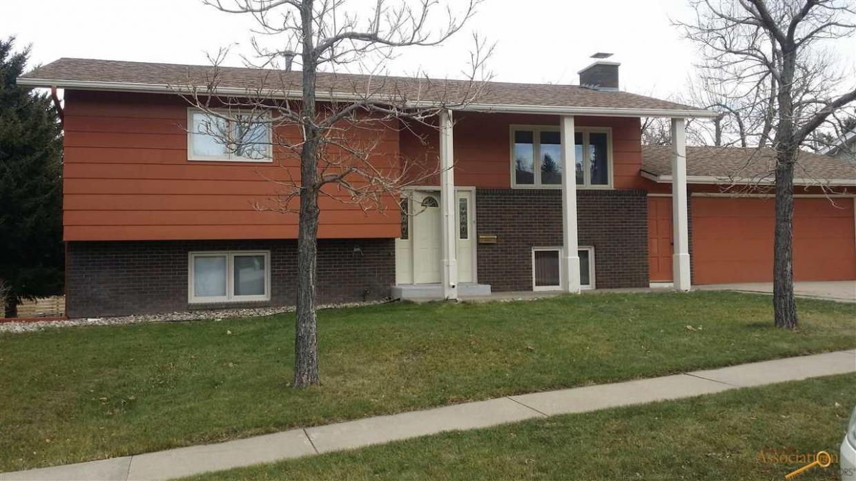 908 Pinedale Dr, Spearfish, SD 57783