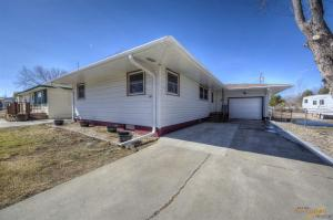 705 Dorothy St, Wall, SD 57790