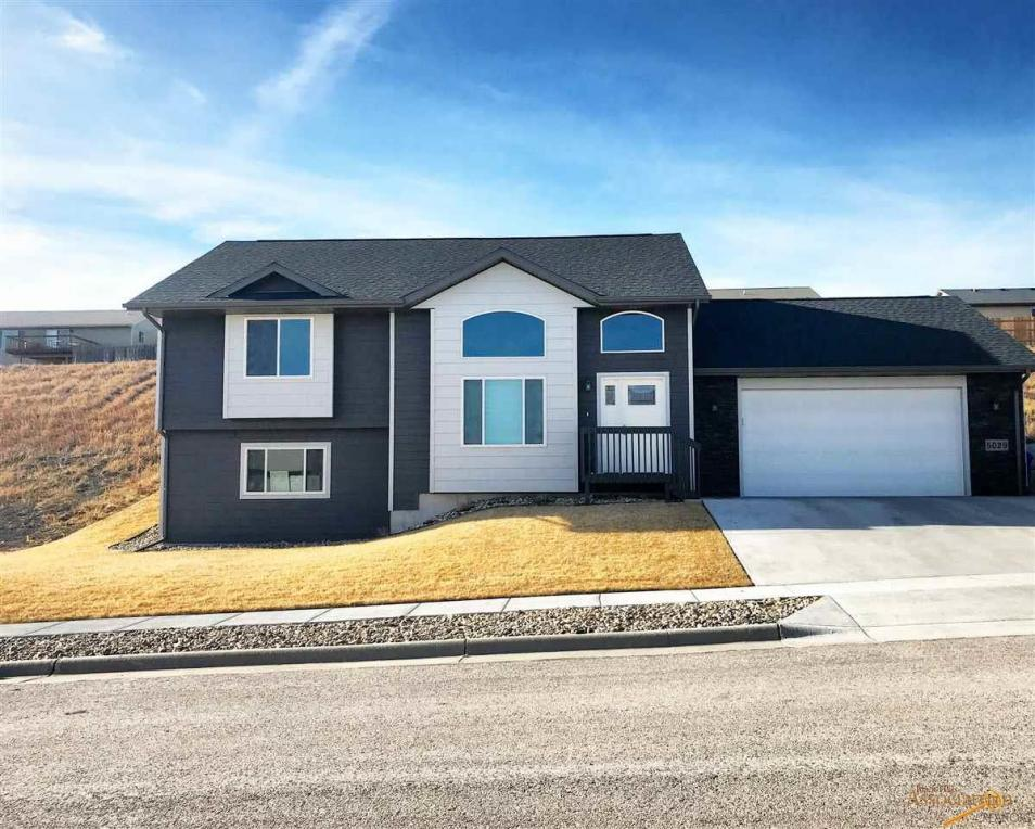 5029 Charmwood Dr, Rapid City, SD 57701