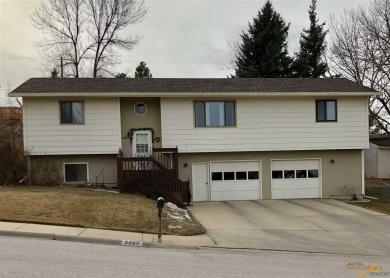 3203 Meadowbrook Dr, Rapid City, SD 57702
