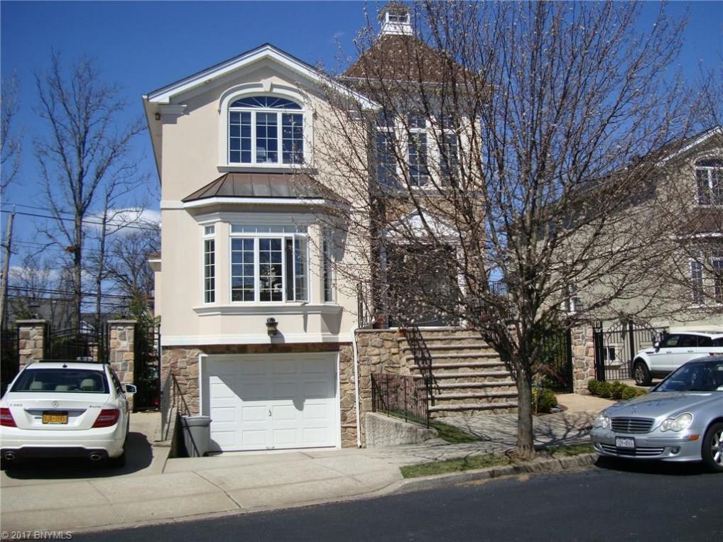 27 St. Edward Lane, Staten Island, NY 10309