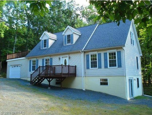 98 Surrey Lane, Lords Valley, PA 18428