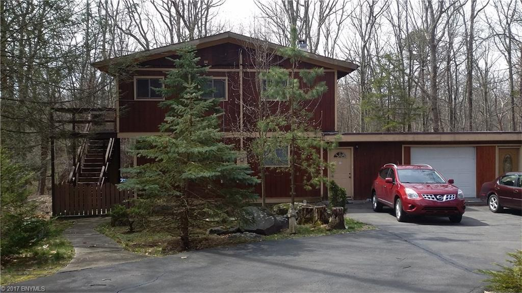 228 Canterbrook Drive, Laords Valley, PA 18428