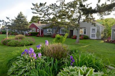 Photo of 135 South Shore Drive, Yarmouth, MA 02664