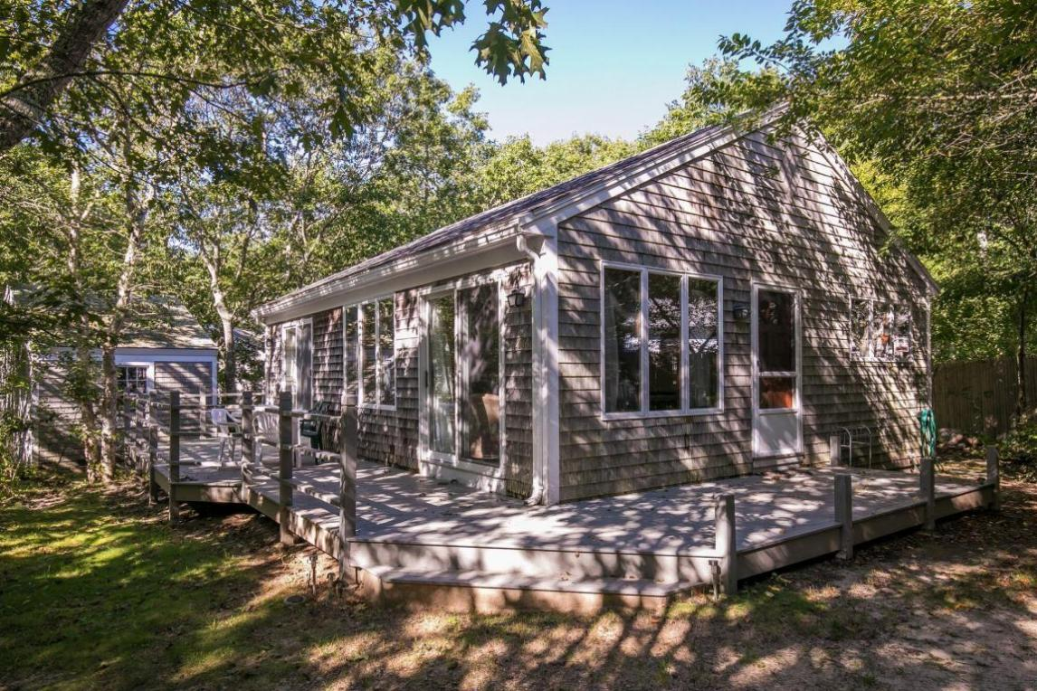 25 Bennett Way, Edgartown, MA 02539