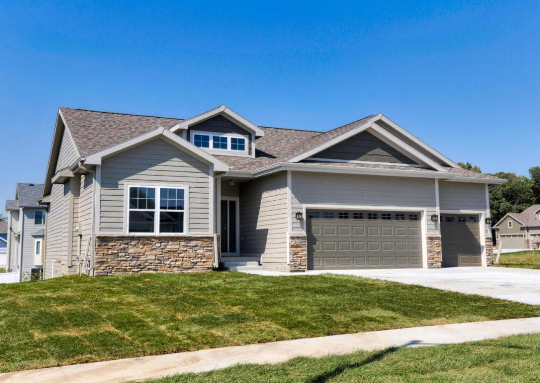 930 Breakwater Place, Polk City, IA 50226