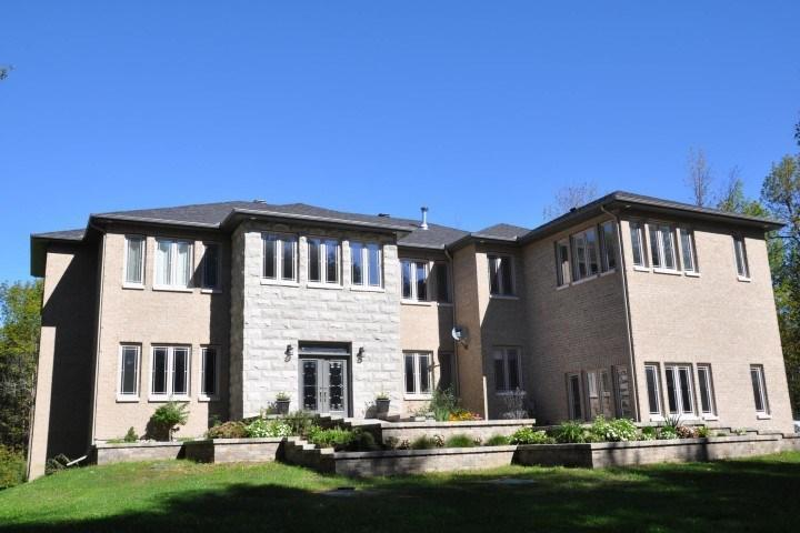 5821 Red Castle Ridge, Ottawa, Ontario K4N0A4