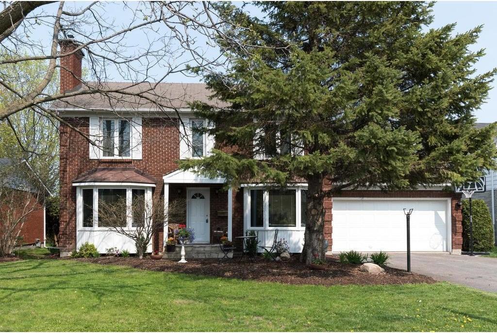 137 Amberwood Crescent, Ottawa, Ontario K2E7K8