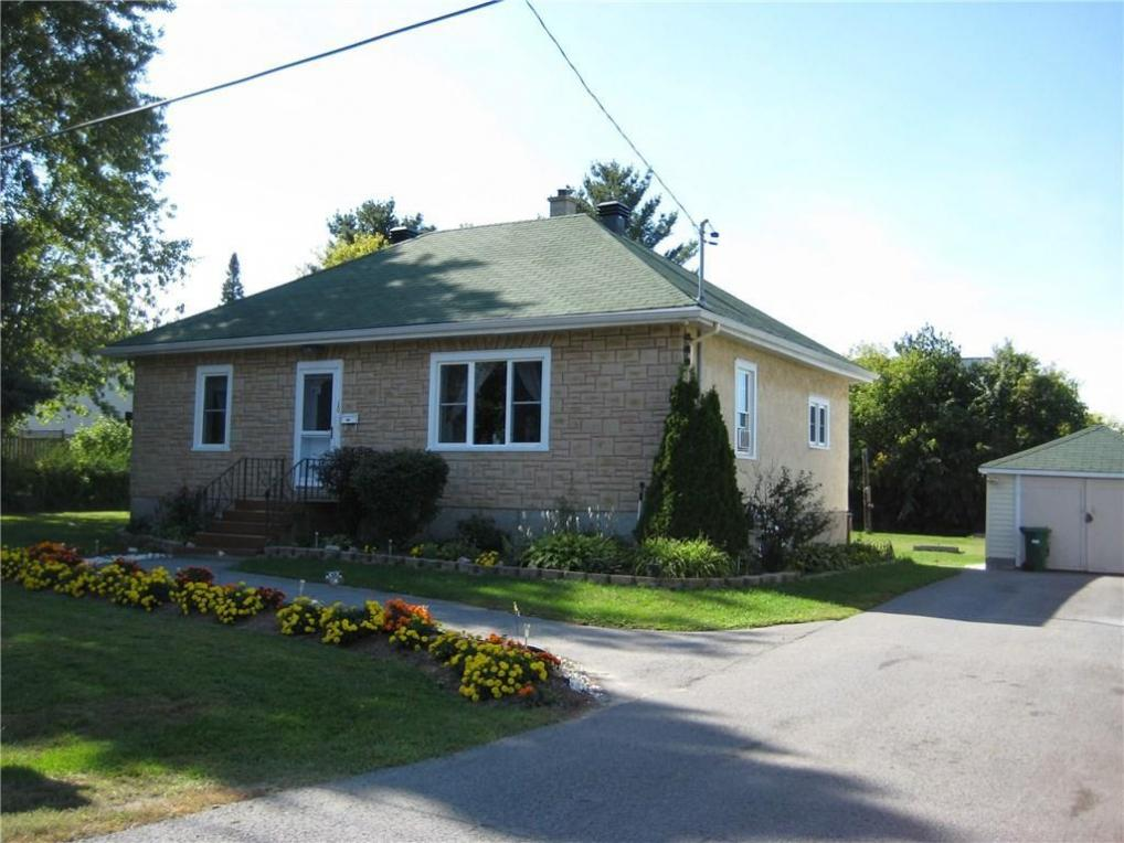 10 Stinson Avenue, Ottawa, Ontario K2H6M9