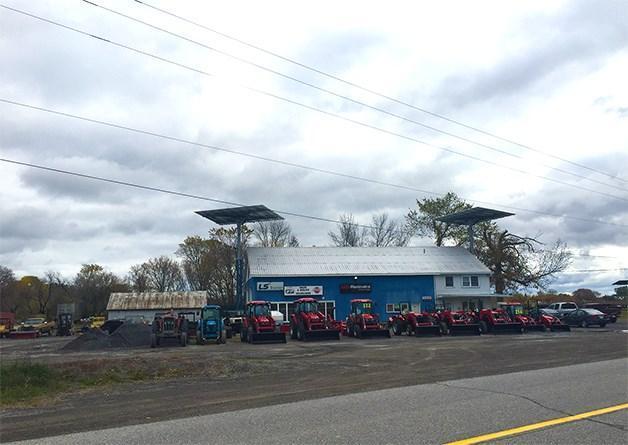 3152 Donald B. Munro Drive, Kinburn, Ontario K0A2H0