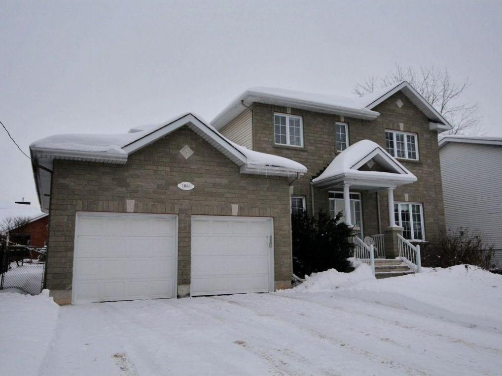 1066 Meadowlands Drive, Ottawa, Ontario K2C3K9