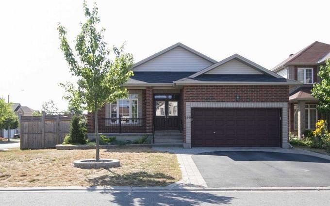 129 Strathcarron Crescent, Kanata, Ontario K2K0C8