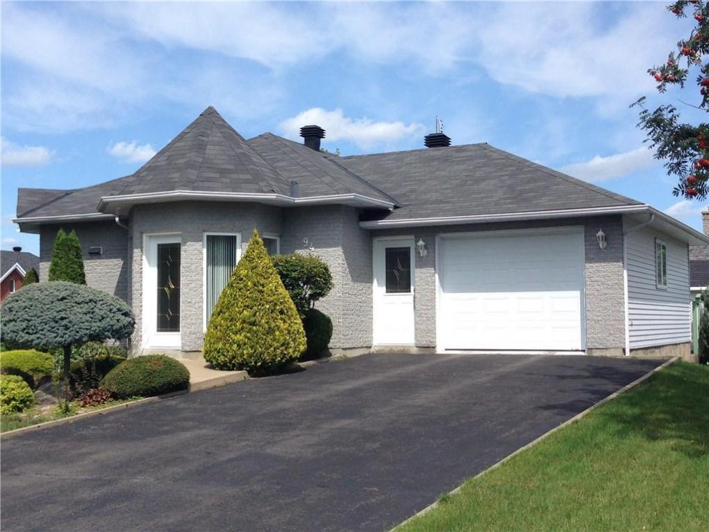 94 Lalande Crescent, Alfred, Ontario K0B1A0