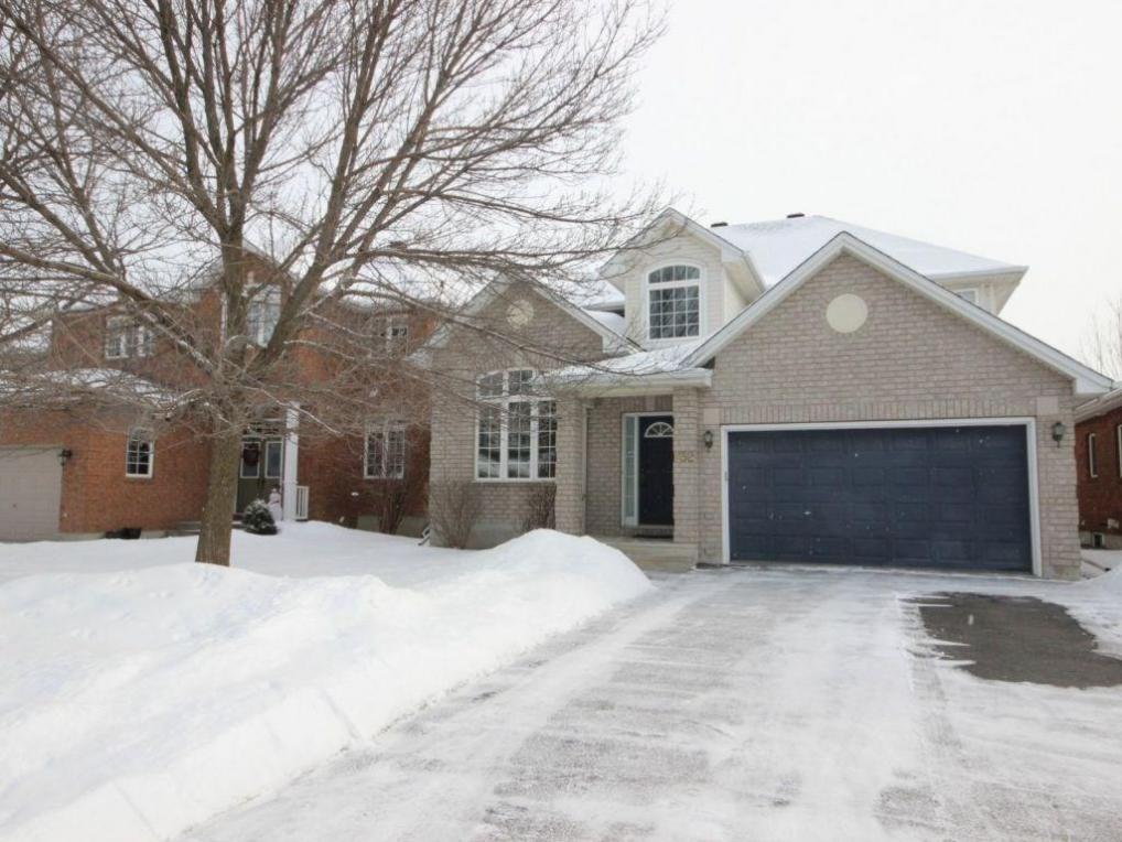 832 Giant Cedars Crescent, Gloucester, Ontario K1V1N9
