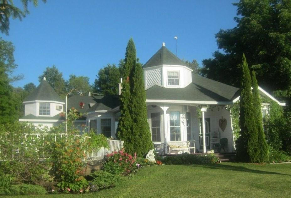 20 R8a Road, Lombardy, Ontario K0G1L0