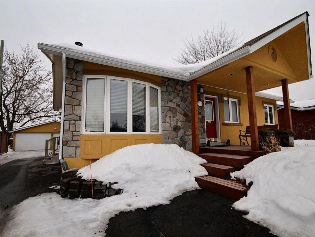 748 Canterbury Avenue, Ottawa, Ontario K1G3A5
