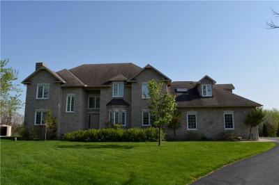 Photo of 8 Goodfellow Court, Ottawa, Ontario K2R1C8