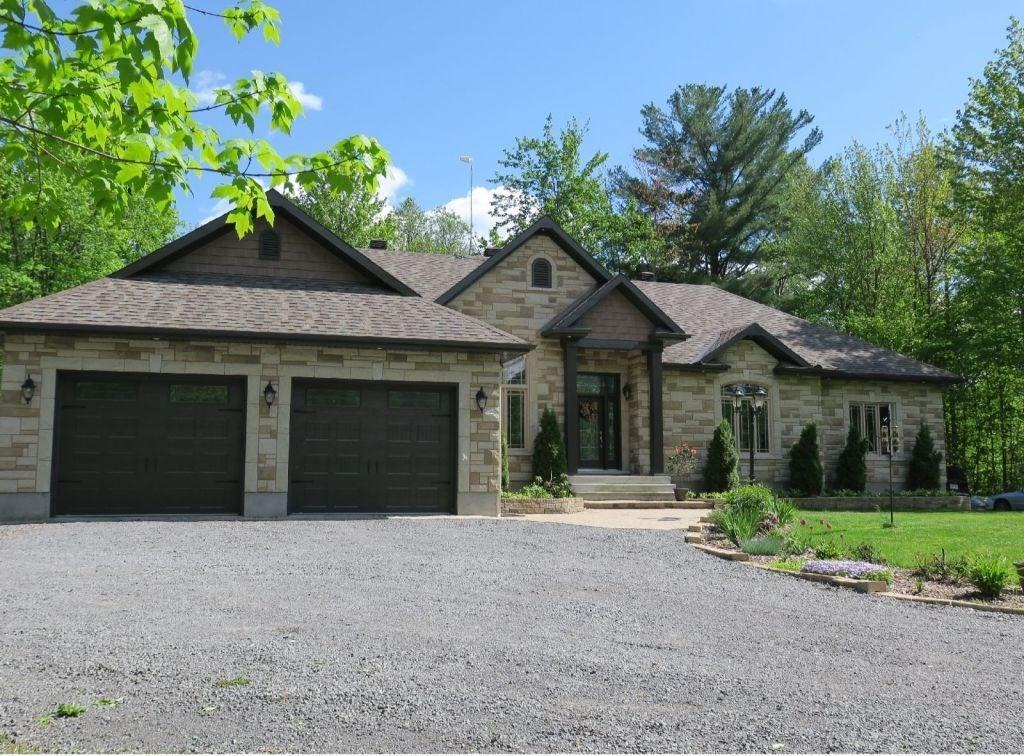 814 Vinette Road, Clarence Creek, Ontario K0A1N0