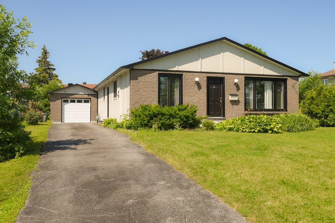 964 Warbler Bay, Ottawa, Ontario K1E2A2