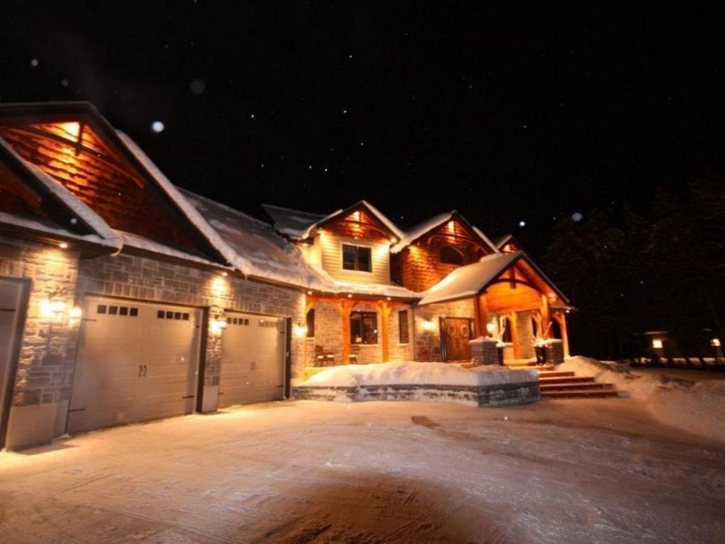 328 Silent Wood Grove, Carp, Ontario K0A1L0