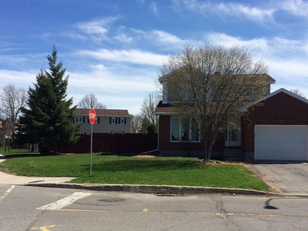 413 Rougemount Crescent, Orleans, Ontario K4A2Y6