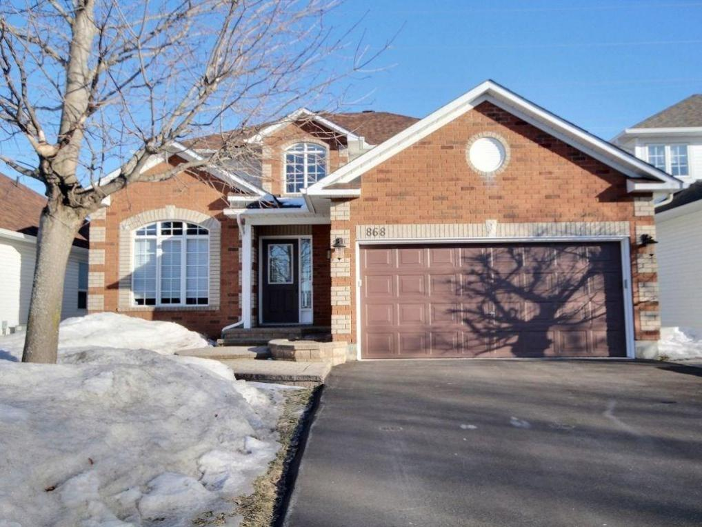 868 Paradise Crescent, Orleans, Ontario K4A3S4