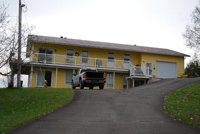 1015 B Gordon Crescent, Sharbot Lake, Ontario K0H2P0