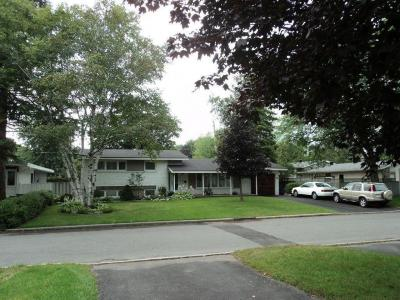 Photo of 4 Harlowe Crescent, Ottawa, Ontario K2H5P1