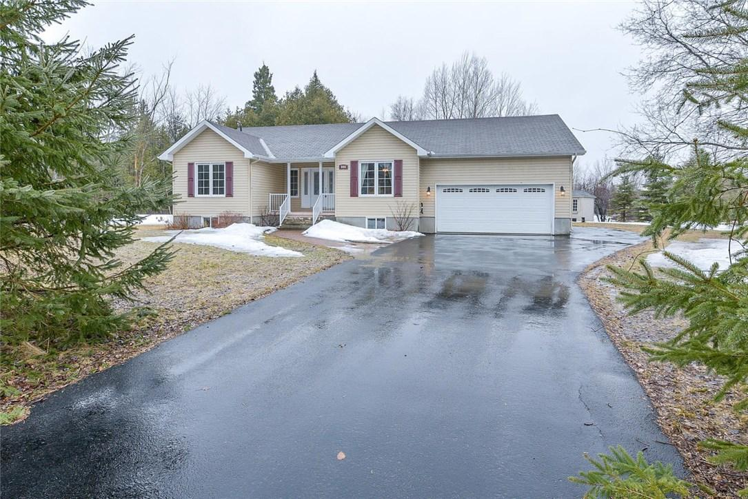 900 Deertail Lane, Carp, Ontario K0A1L0