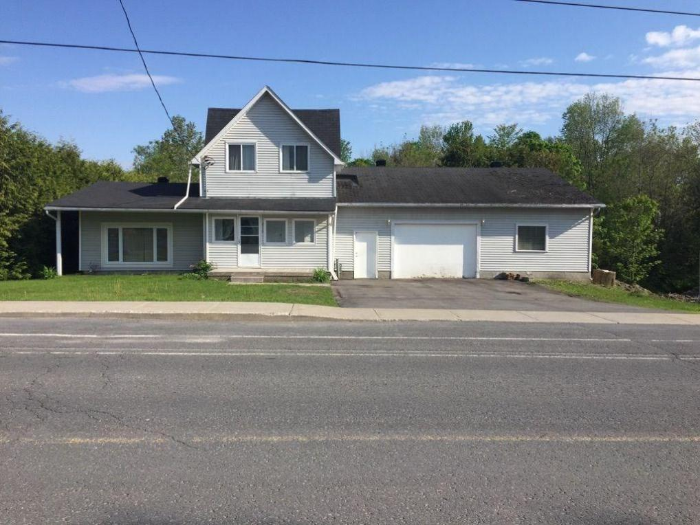 2119 Des Pins Street, Limoges, Ontario K0A2M0