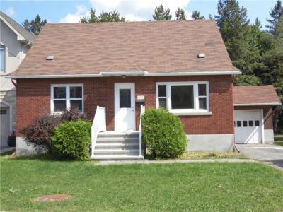 Photo of 837 Riddell Avenue N, Ottawa, Ontario K2A2V8
