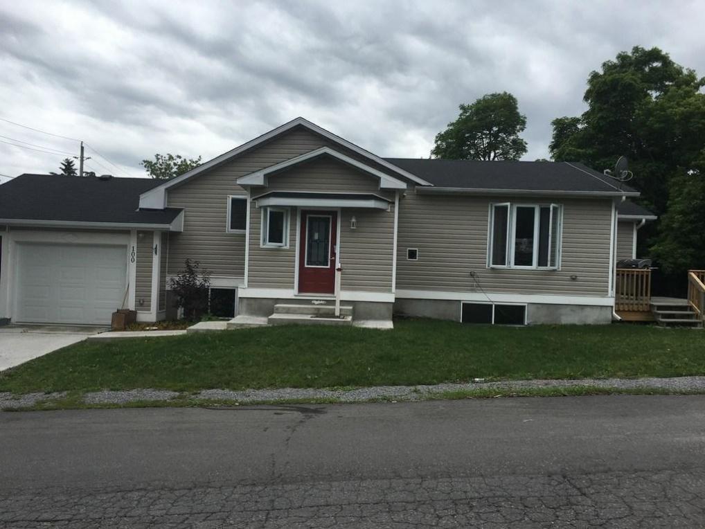 100 Norton Street, Almonte, Ontario K0A1A0
