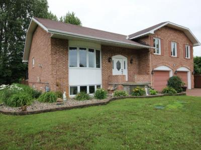 Photo of 2780 Pierrette Drive, Cumberland, Ontario K4C1B6