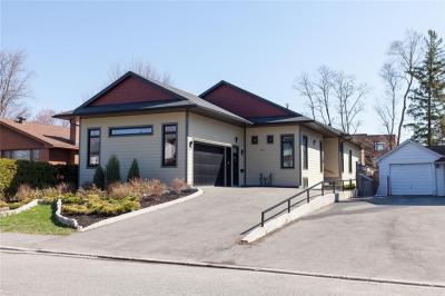 Photo of 937 Winnington Avenue, Ottawa, Ontario K2B5C6