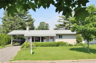 Photo of 14 Hexham Road, Ottawa, Ontario K2H5L1