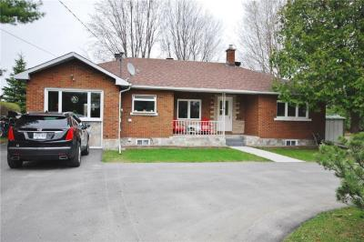 Photo of 2009 Prince Of Wales Drive, Ottawa, Ontario K2C3J7