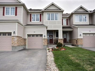 Photo of 702 Oakglade Avenue, Kanata, Ontario K2M0B3