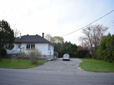Photo of 1764 Kingsdale Avenue, Gloucester, Ontario K1T1H6