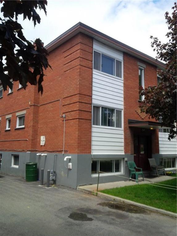 253 Des Peres Blancs Avenue, Ottawa, Ontario K1L7L6