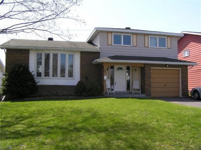 Photo of 74 Bearbrook Road, Ottawa, Ontario K1B3E2